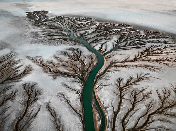 Image-from-the-series-Water-by-Edward-Bu